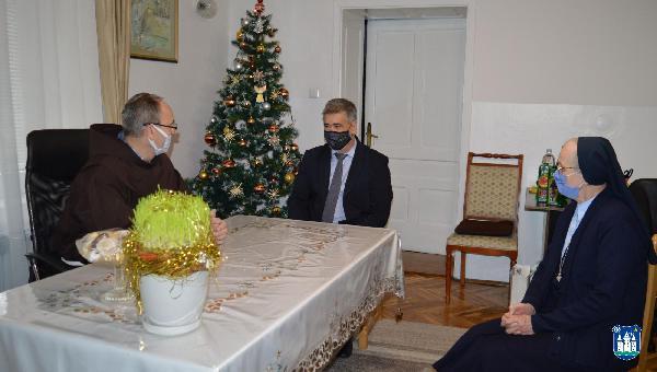 Posjeta gradonačelnika Fazlića bihaćkom župniku povodom Božića